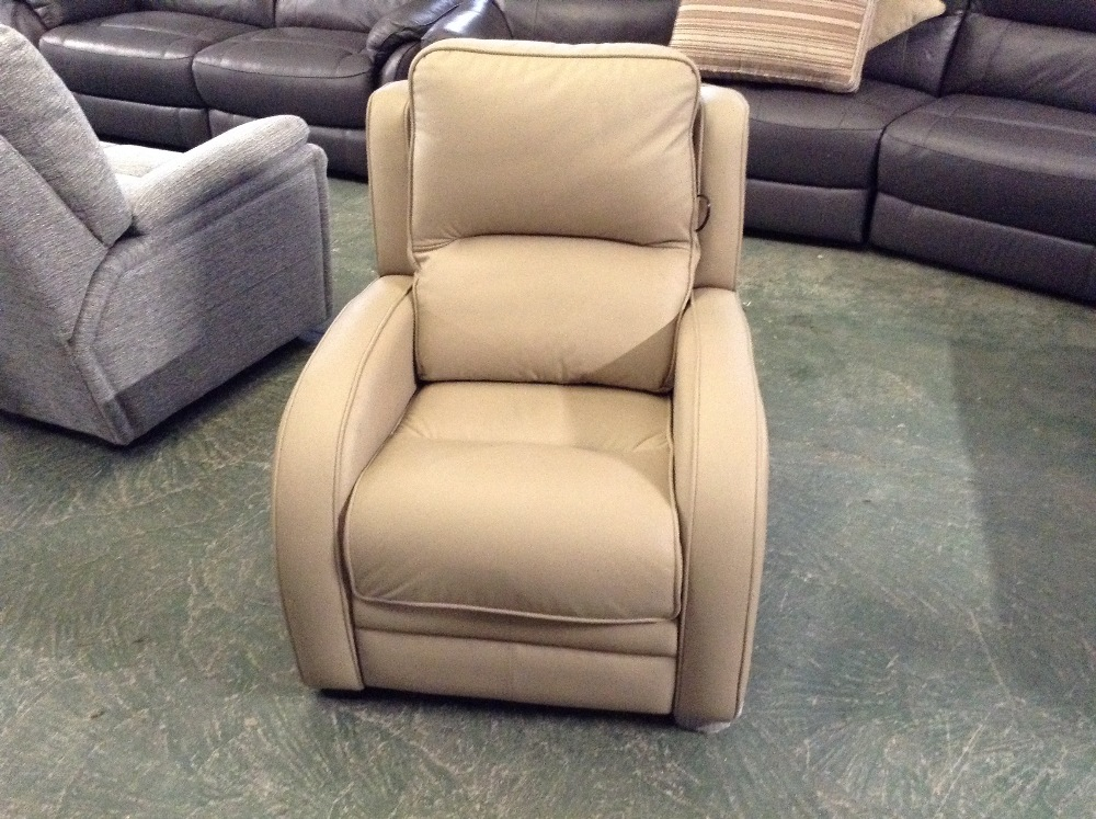 Lot 48 - CREAM LEATHER ELECTRIC RECLINING CHAIR (TROO1650-W