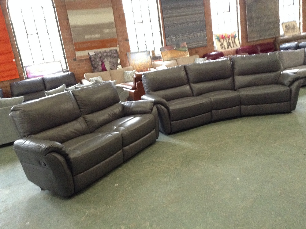 Lot 39 - GREY LEATHER MANUAL RECLINING 4 SEATER WEDGE AND M