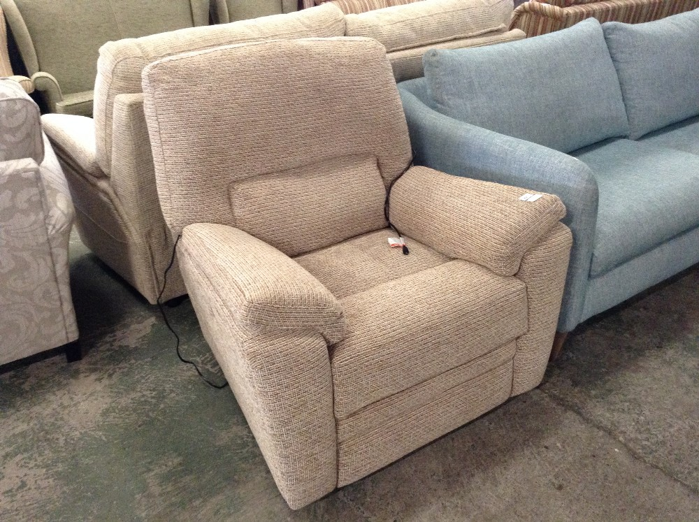 Lot 82 - BISCUIT ELECTRIC RECLINING CHAIR (TROO1650-WOO5192
