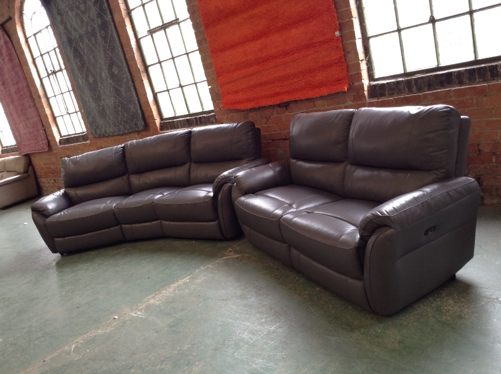 Lot 16 - GREY LEATHER ELECTRIC RECLINING 4 SEATER WEDGE AND