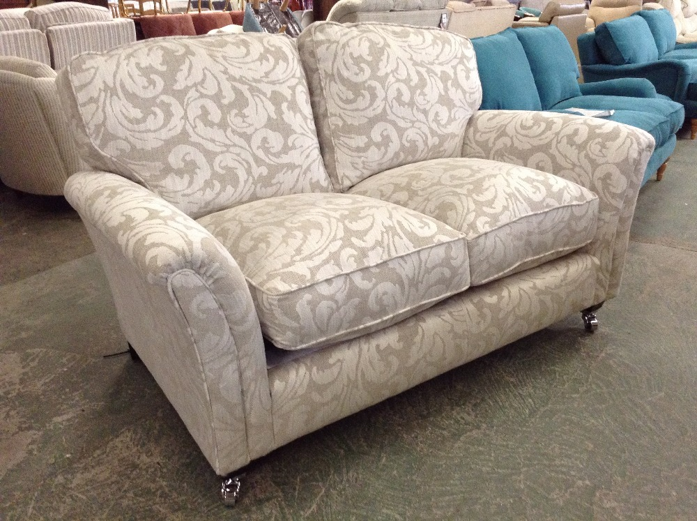 Lot 58 - SILVER PATTERNED 2 SEATER SOFA (TROO1650-WOO569747
