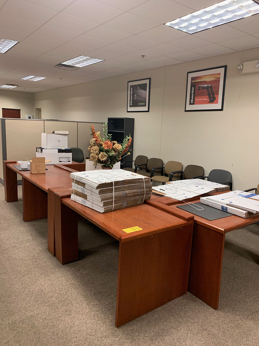 Lot 385 - CONTENTS OF OFFICE; DESK, (2) CHAIRS, TABLE, AND CABINET