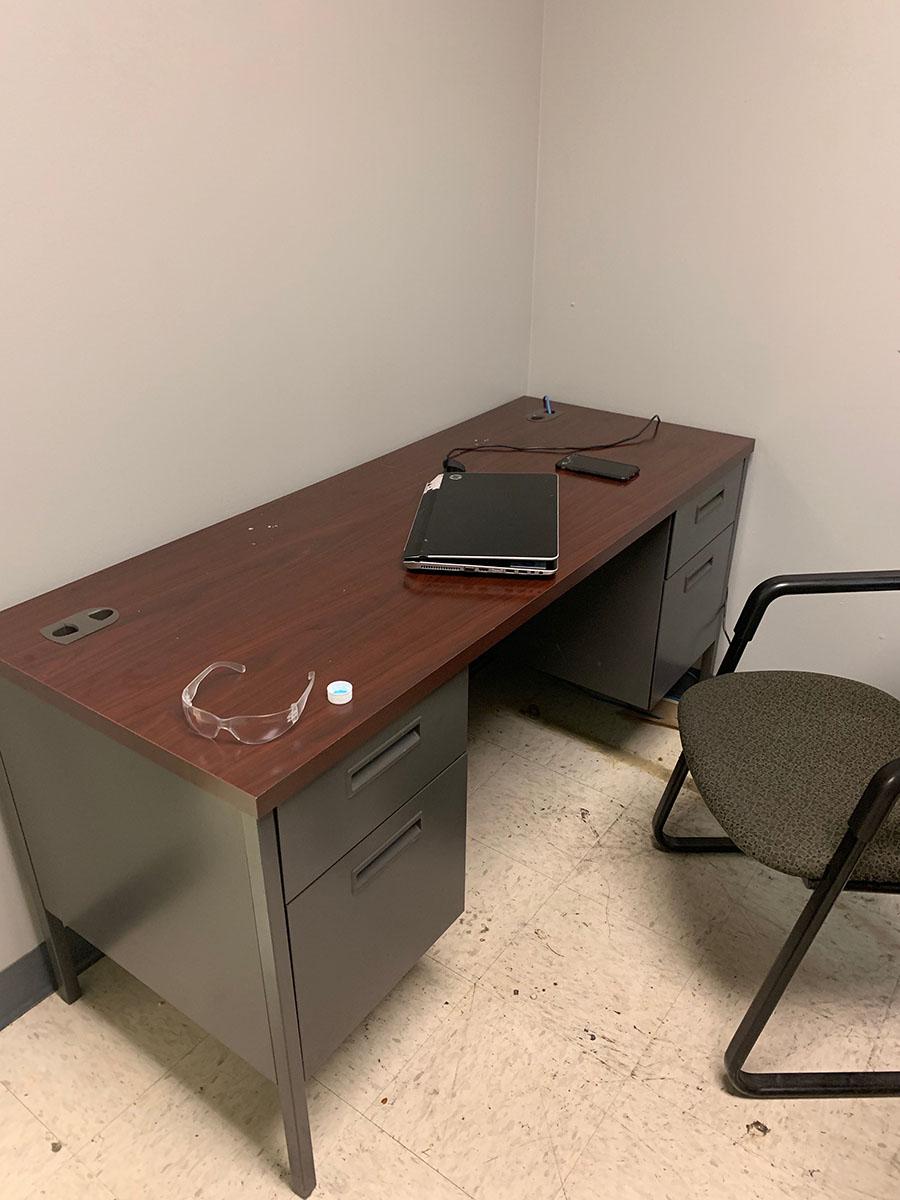Lot 305 - CONTENTS OF OFFICE; (2) DESKS