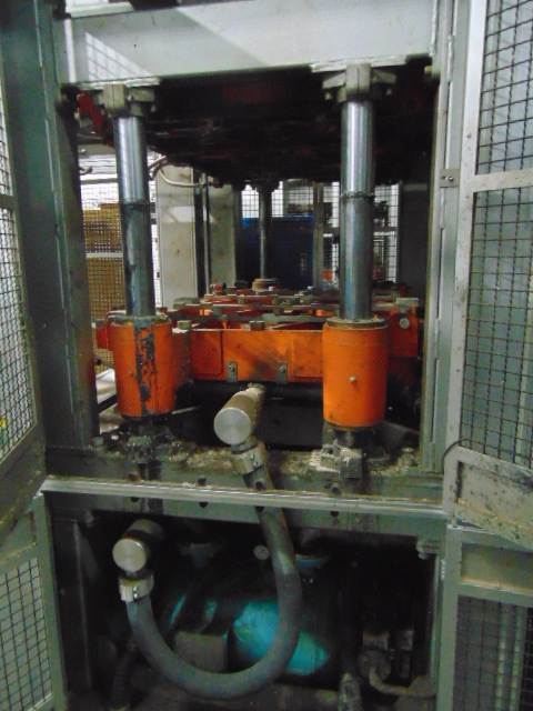 THERMOFORMING MACHINE, TAIWAN PULP MOLDING MDL. TPM-1500, mfg. 5/2015, installed 2016, 1500mm x - Image 5 of 11