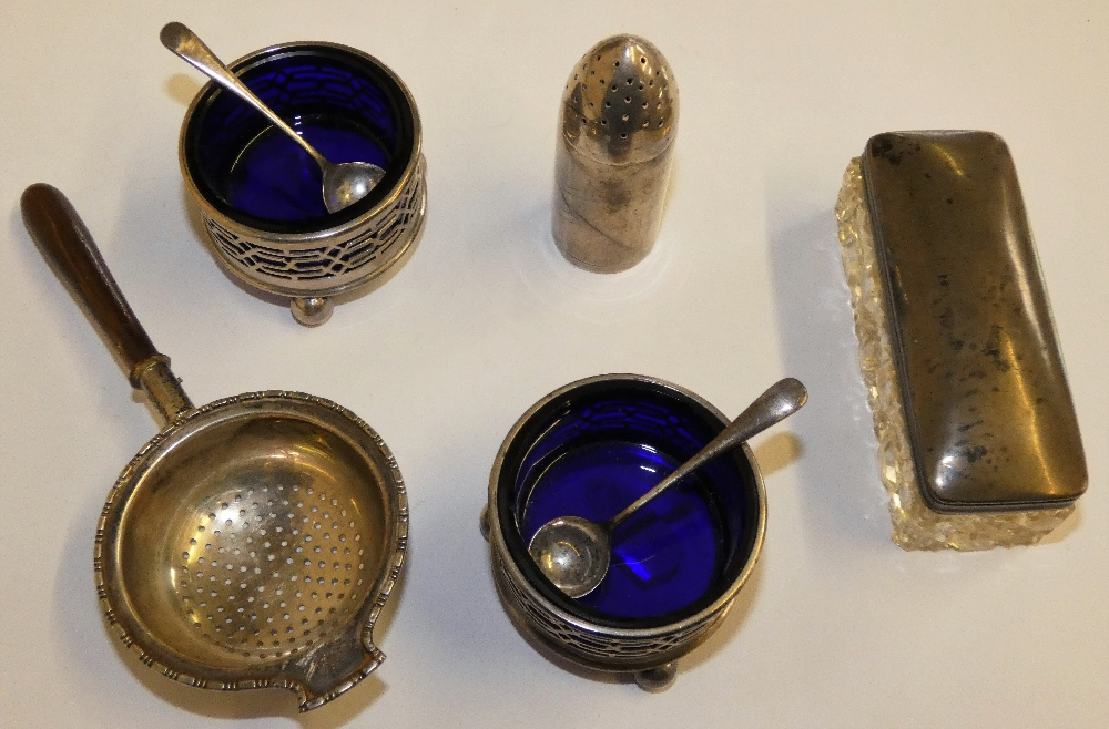 Lot 136 - A pair of silver and blue glass open salt pots, Chester 1912, spoons, Birmingham 1903, a novelty