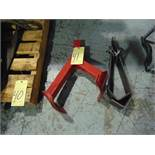 LOT OF LIFTING DEVICES (2), assorted