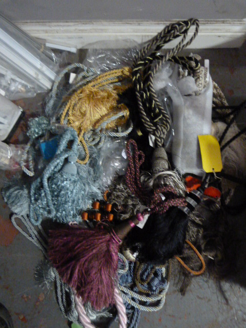 Lot 19 - *Bag of Curtain Ties and Tassels