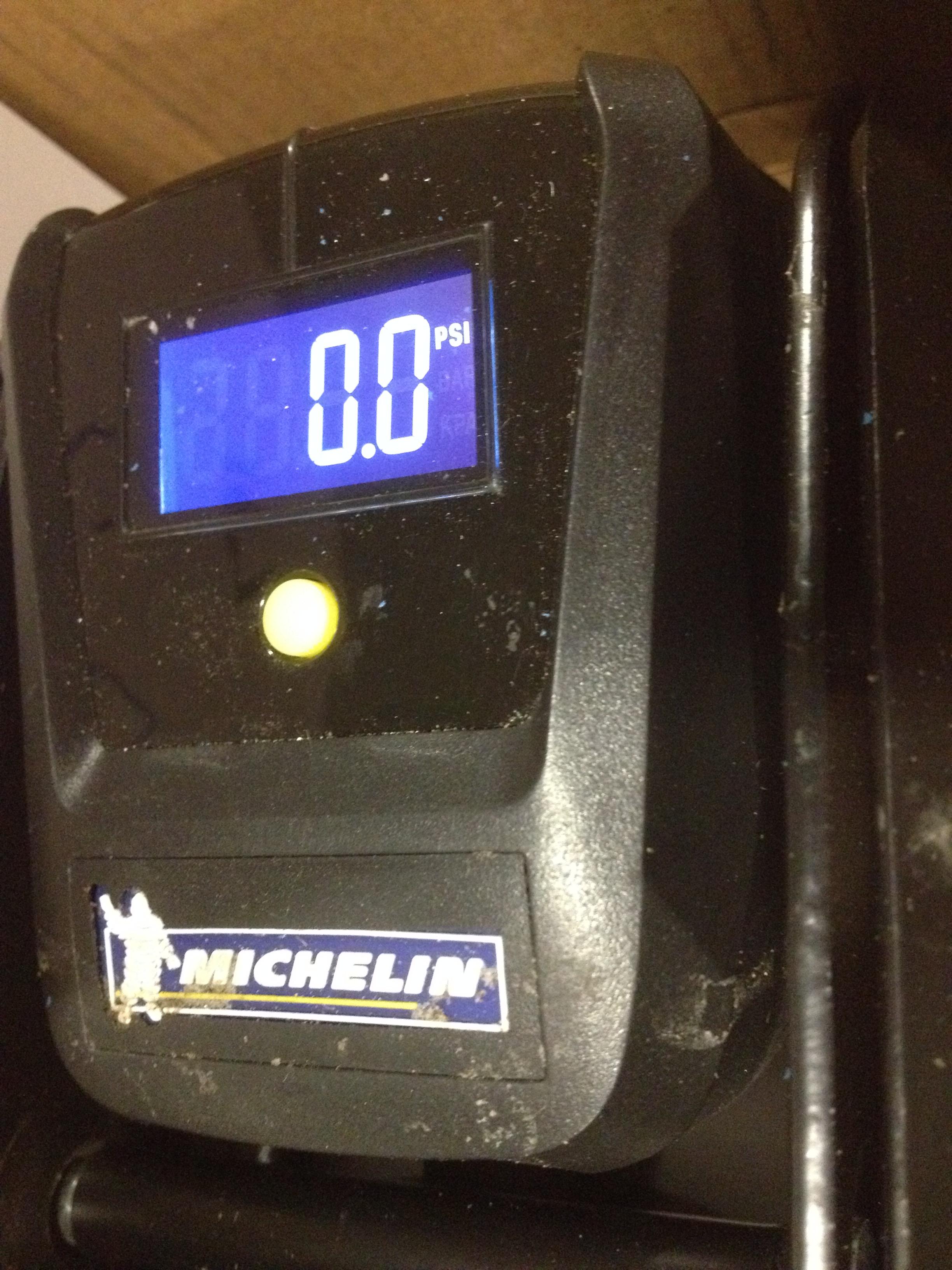 1 x Michelin Digital Foot Pump with ICD digital display 12208