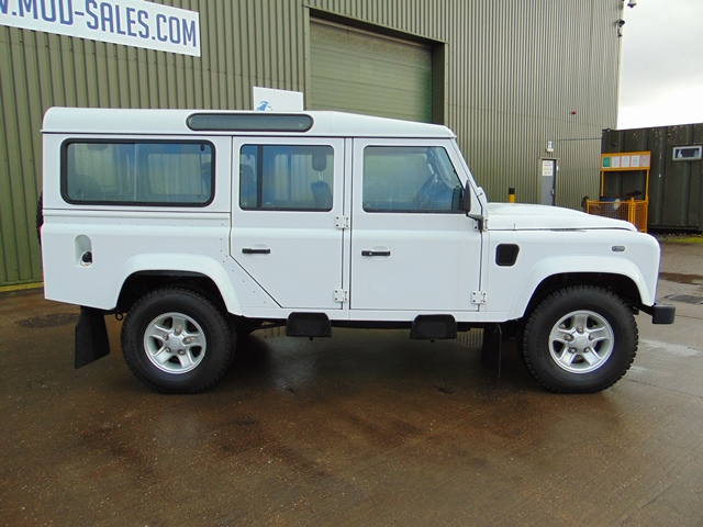 Lot 1 - 2015 Land Rover Defender 110 5 Door County Station Wagon ONLY 8,915 miles!!!