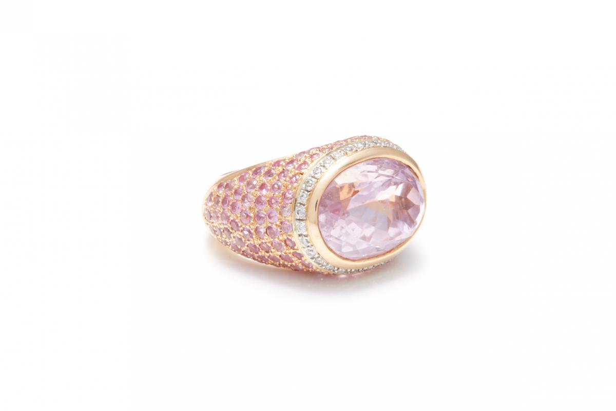 Lot 58 - A KUNZITE, DIAMOND AND PINK SAPPHIRE DRESS RING