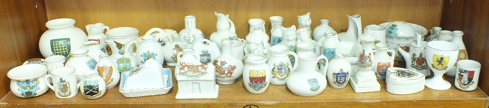 Lot 159 - A collection of WH Goss and other crested ware, approximately fifty pieces.