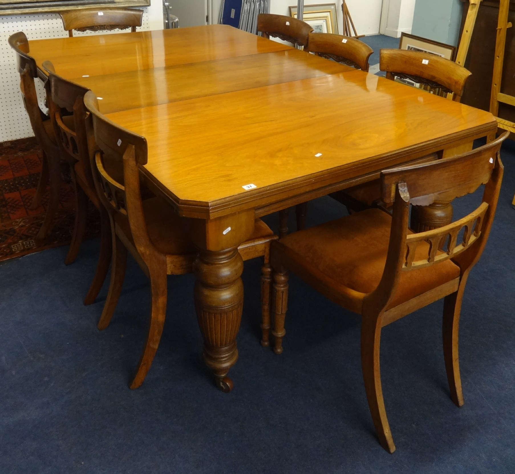Lot 037 - Early 20th Century mahogany dining table, with wind out mechanism and extra leaf on heavy turned