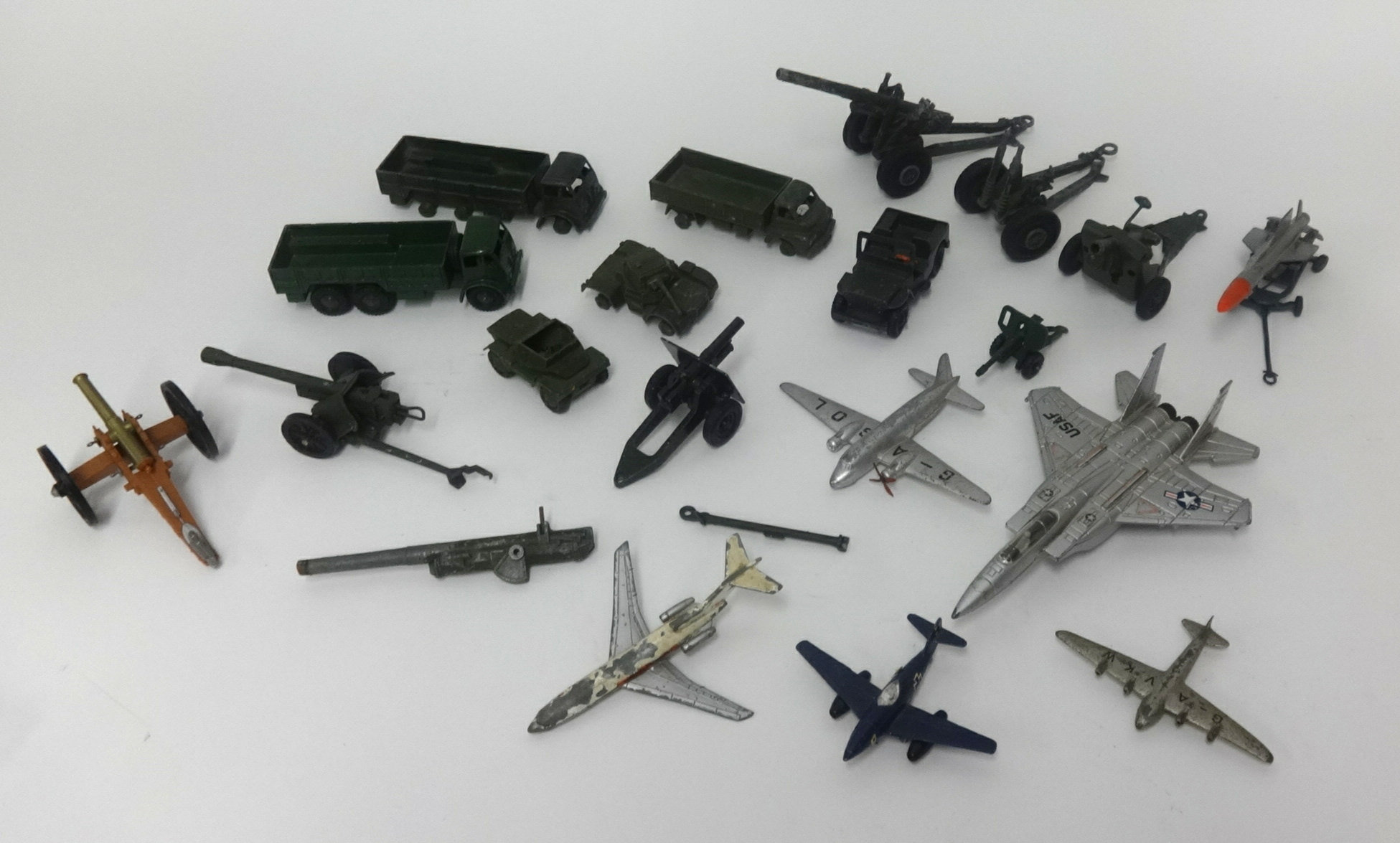Lot 006 - A collection of playworn, Dinky, Britain's and other military items, plus some model aircraft.