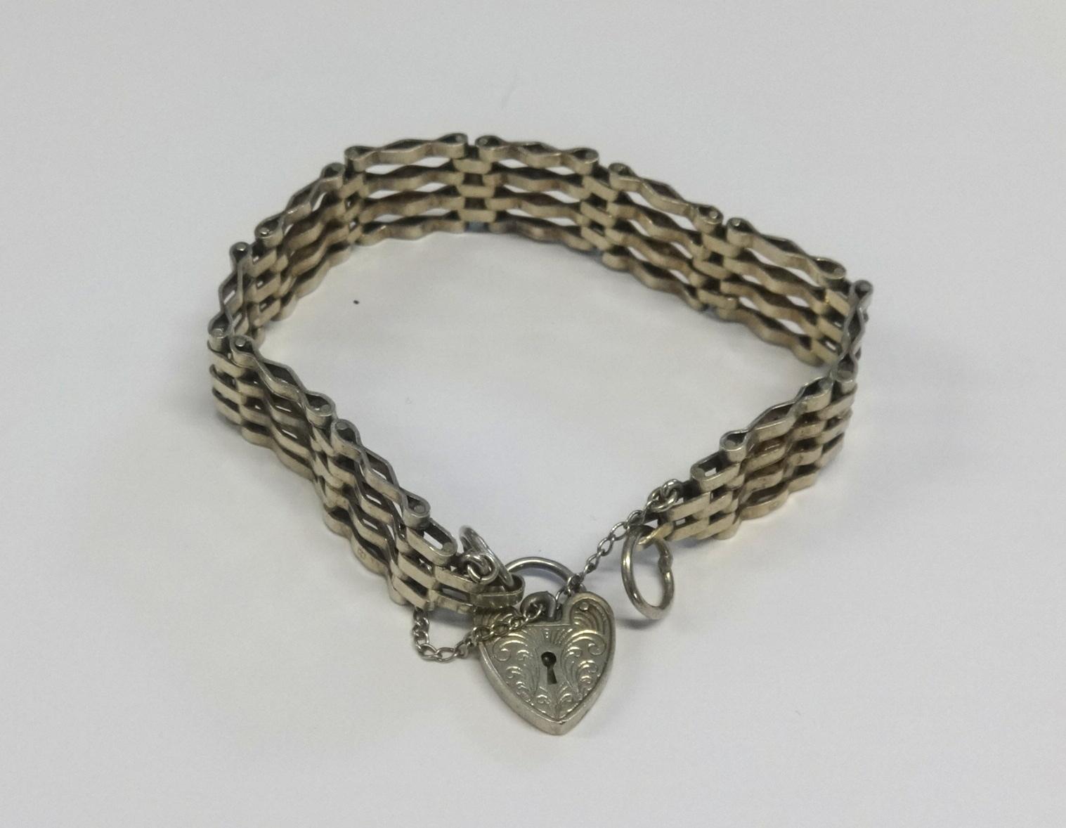 Lot 027 - A Silver gate bracelet.