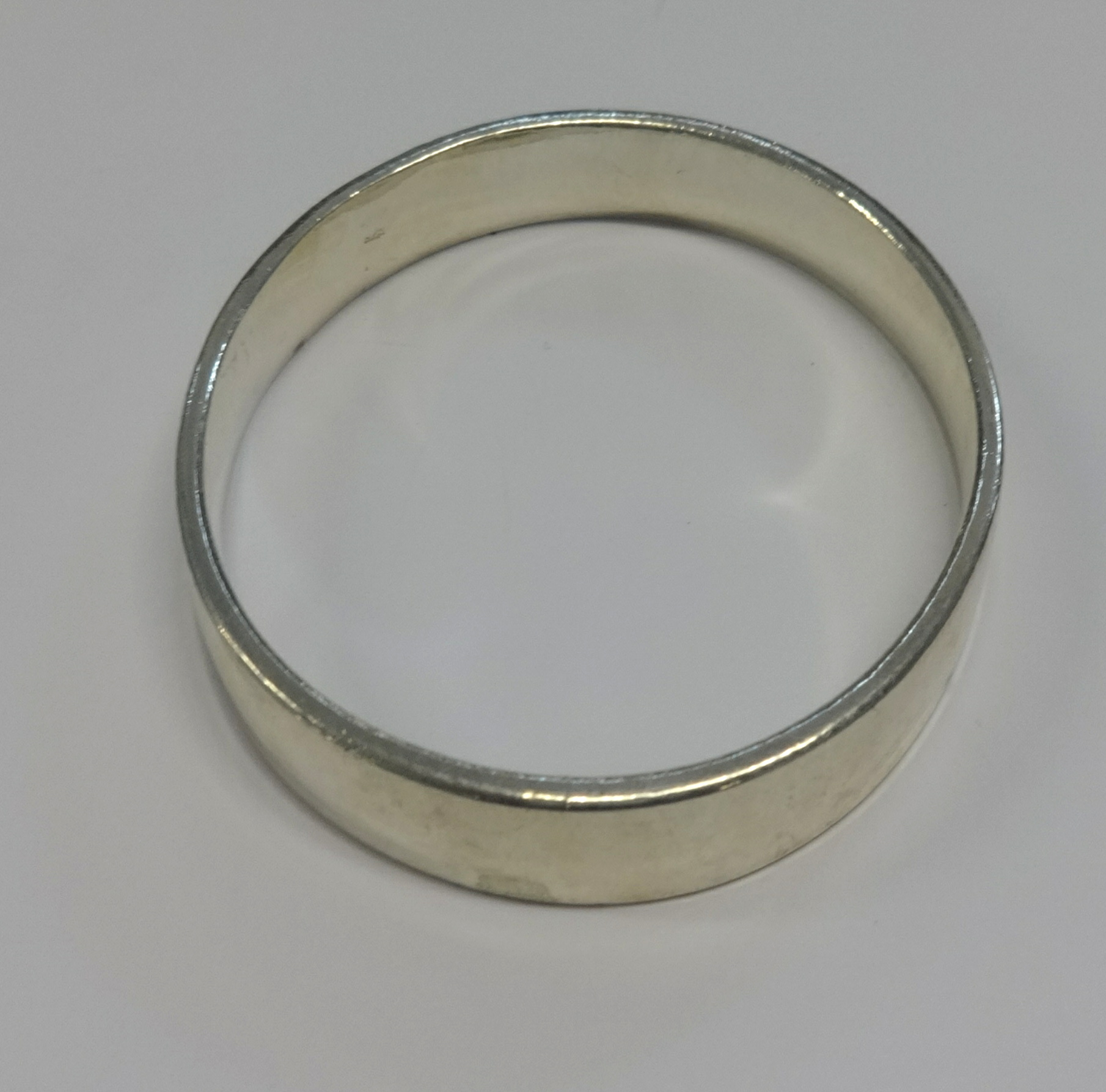 Lot 028 - A Silver slave bangle.