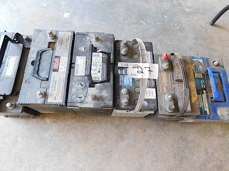Lot 27 - LOT OF BATTERIES