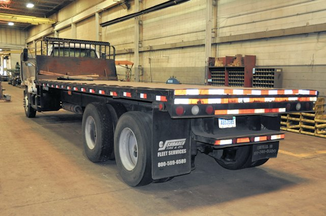 1996 GMC MODEL C7500; Tandem Axle Quad Wheeled 8' x 24' Stake Body Truck; Diesel Engine, Air Brakes - Image 2 of 4