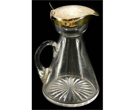 An Edwardian silver mounted glass whiskey noggin, with hinged lid, of tapering form, Birmingham 1905, 10cm high.