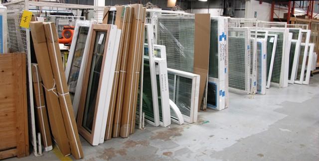 """Lot 44 - LOT OF 6 CAGE WINDOW DIVIDERS W/METAL FEET, 5'L X 57""""T X 1""""D"""