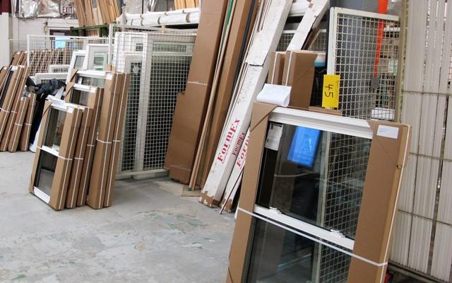 """Lot 45 - LOT OF 10 CAGE WINDOW DIVIDERS W/METAL FEET, 5'L X 57""""T X 1""""D"""