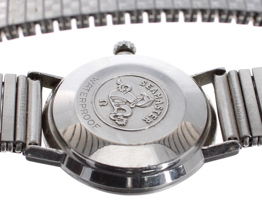 Lot 4 - Omega Seamaster automatic stainless steel gentleman's bracelet watch, circular silvered dial with