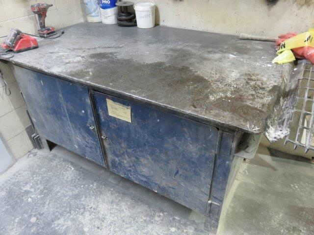 Lot 11 - STEEL SHOP CABINET