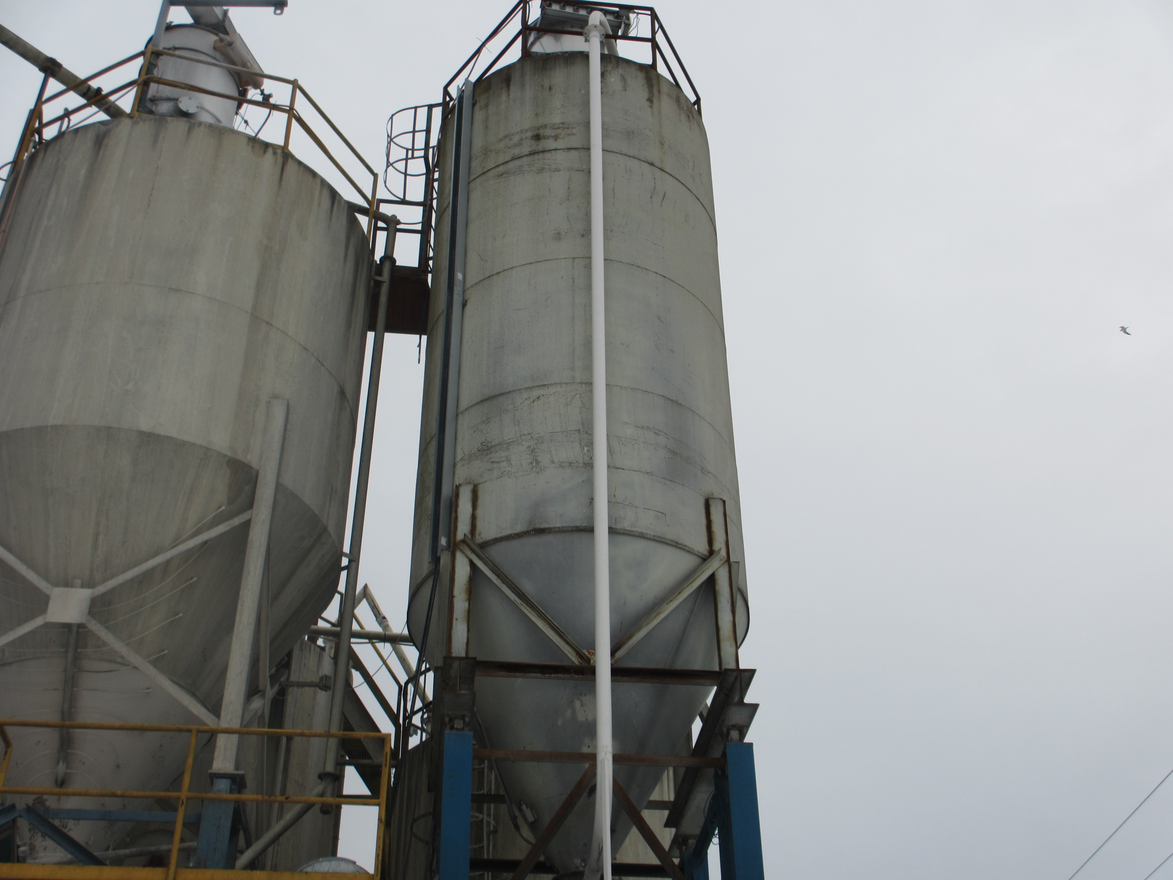 Lot 66 - STEEL TRUCK LOAD OUT SILO 70X, 10 FOOT , DIA. X 28 FOOT HIGH, 58 DEG. CONE W/ LOAD CELLS