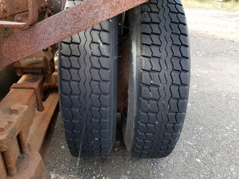 Lot 75 - 1995 Camion Ford LT9000, 981 365 km, 15 vit. Essieux 12/40, Rockwell, pneus av. 11R24.5 arr. 11R24.5