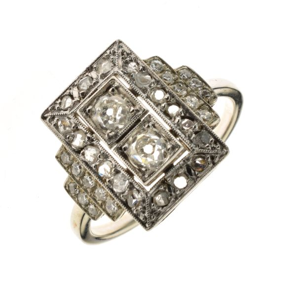 Lot 45 - French diamond panel ring, with indistinct control marks, the two principal central old brilliant