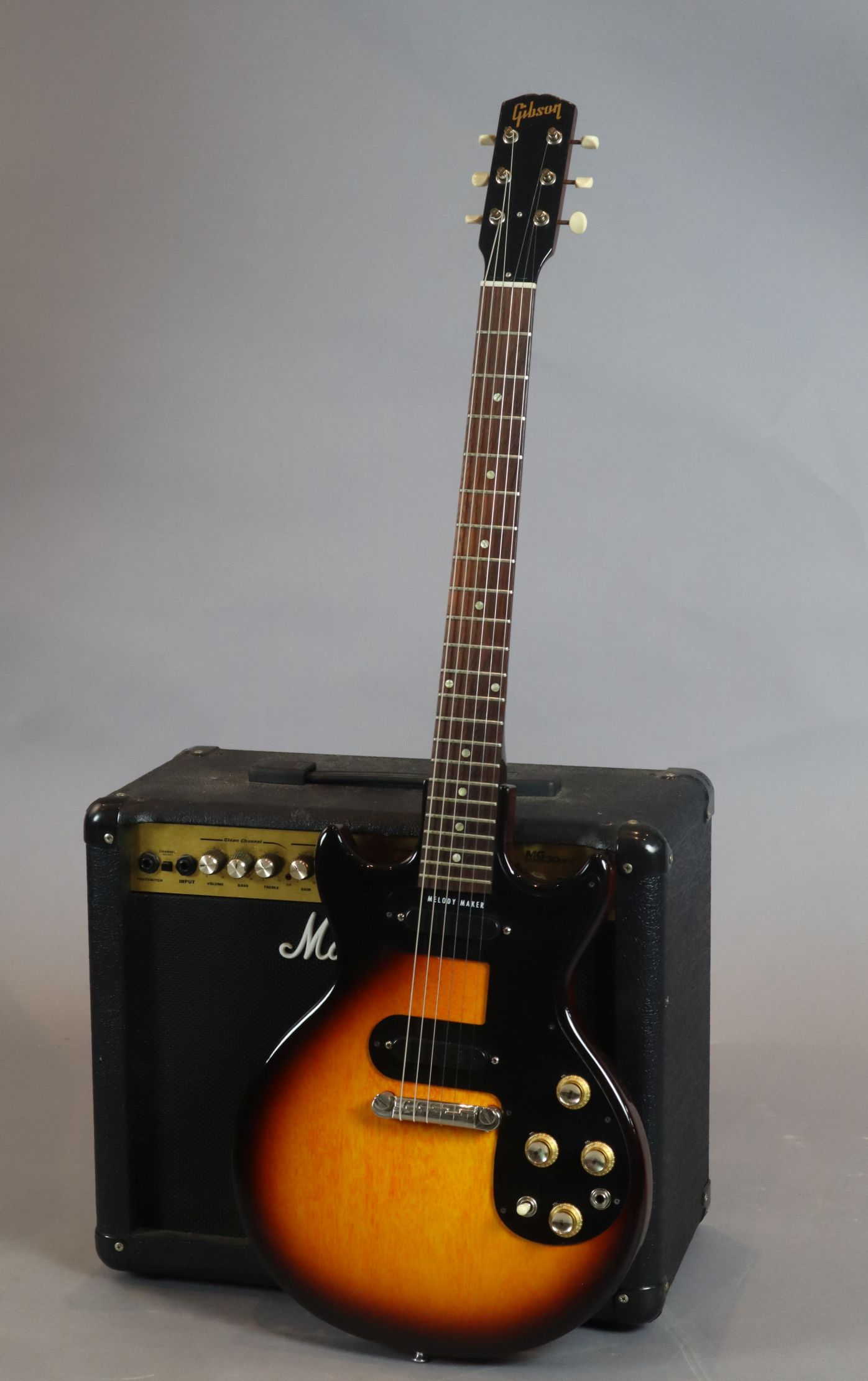 Lot 120 - A 1964 Gibson Melody Maker (2 pickups) with original case / case candy