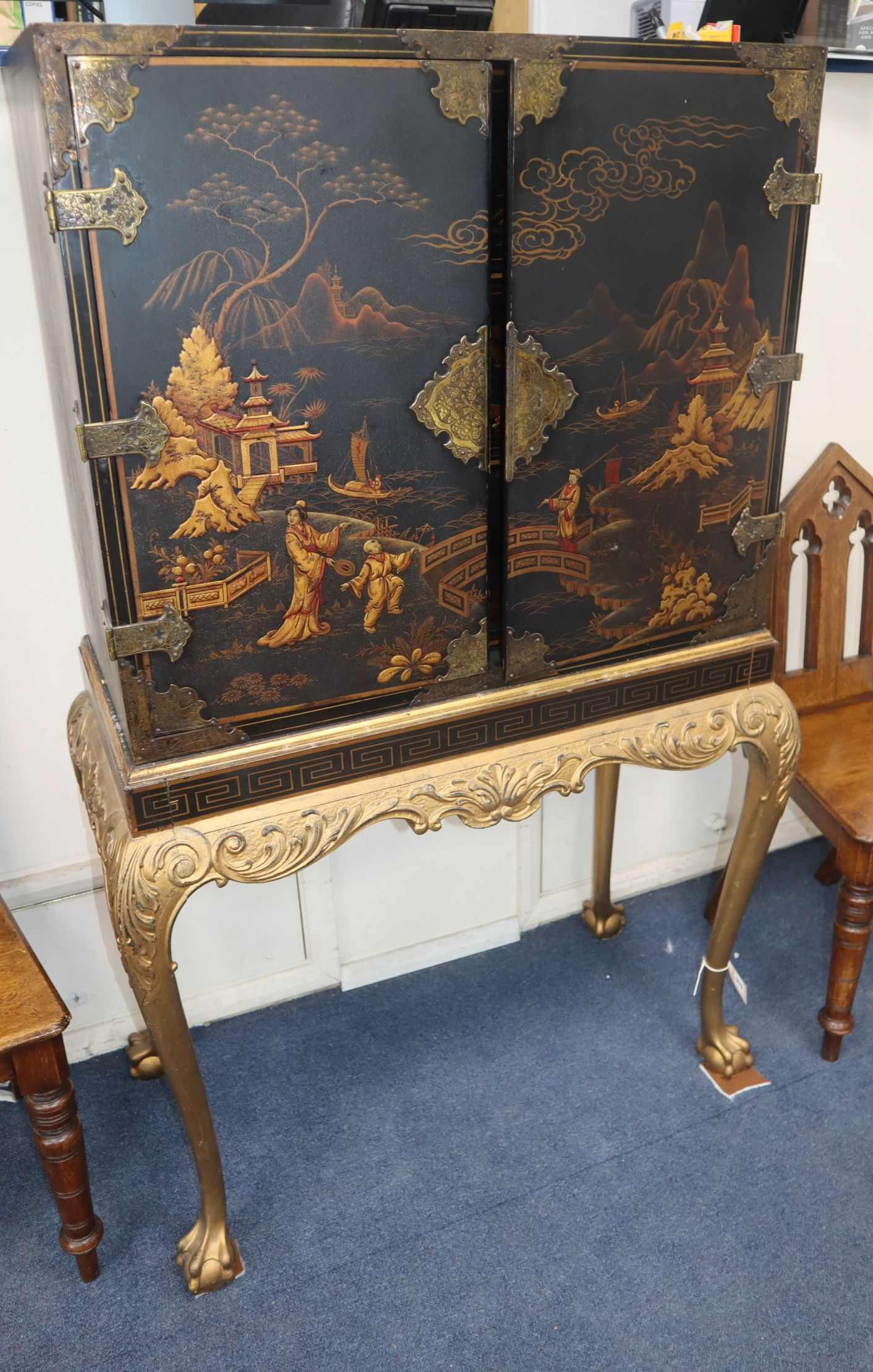 Lot 979 - A Queen Anne style lacquered cabinet on carved giltwood stand W.80cm