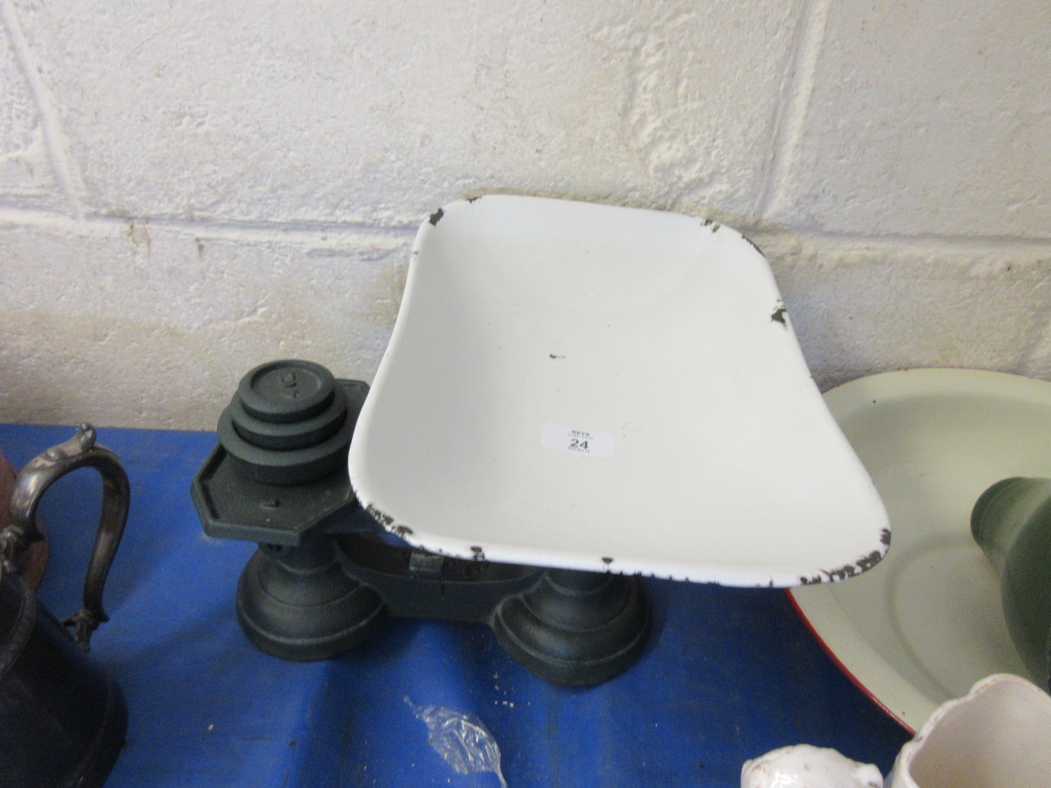 Lot 24 - Set of kitchen scales with animals bowl and weights