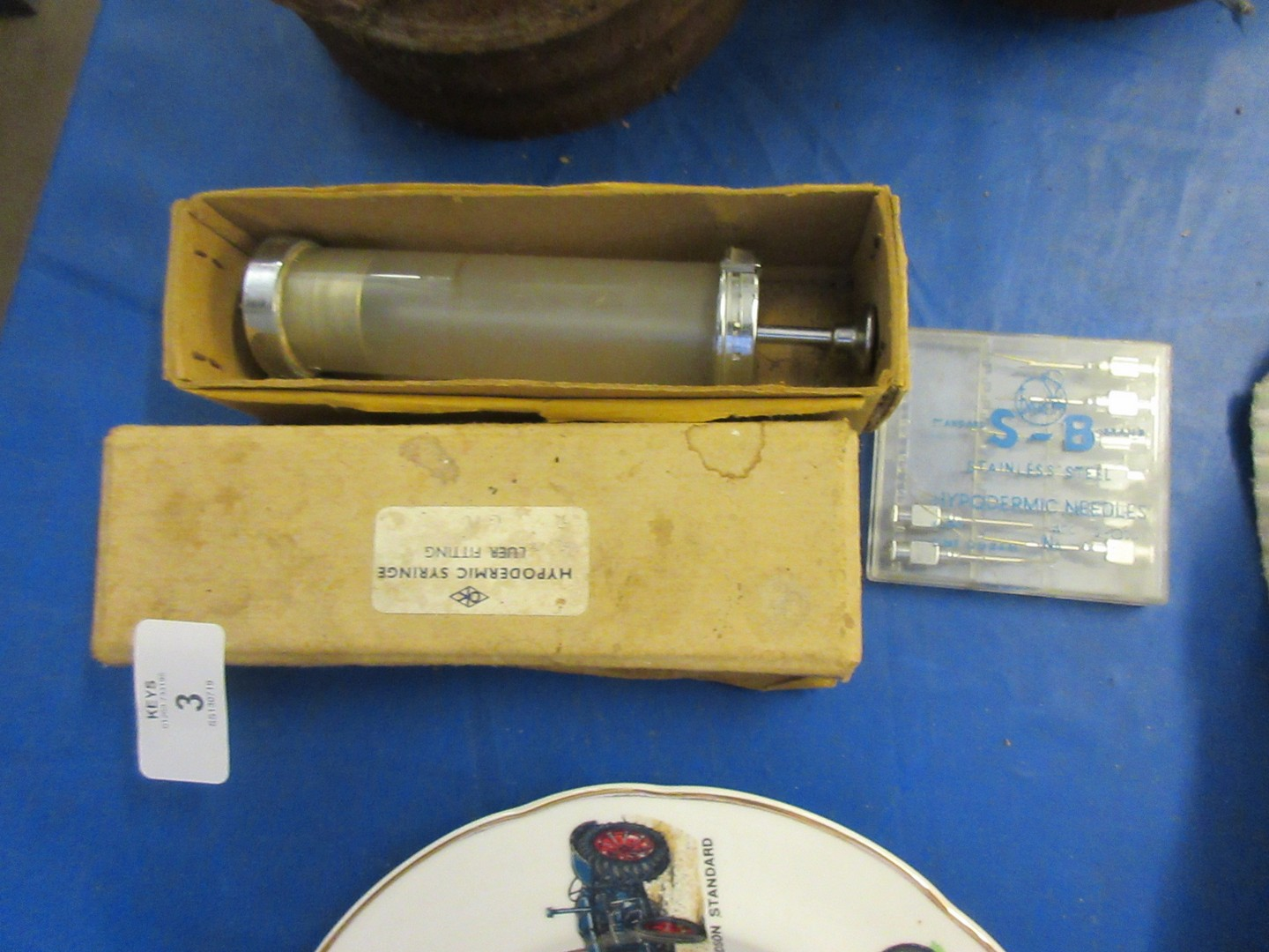 Lot 3 - Box vintage veterinarian hypodermic syringe together with various needles