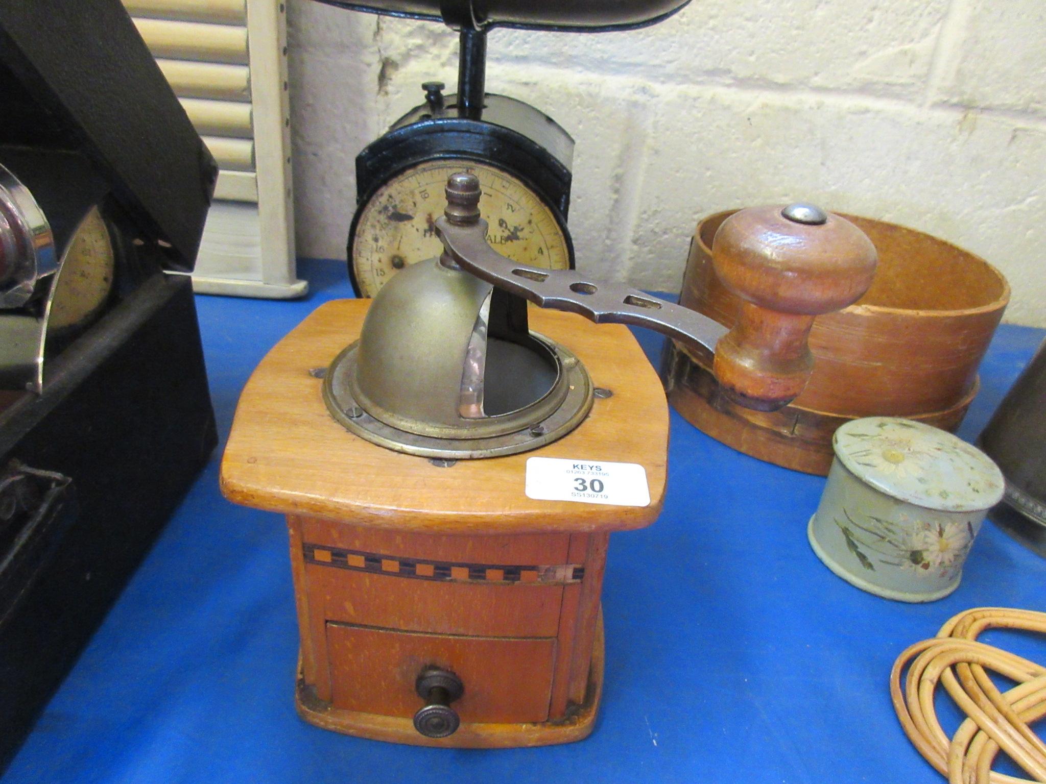 Lot 30 - Inlaid coffee grinder