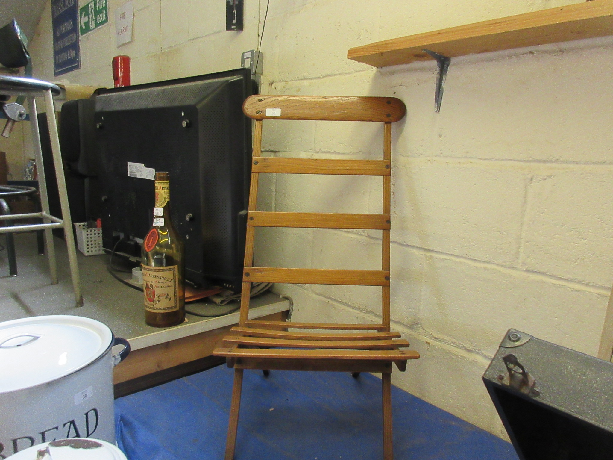 Lot 33 - Early 20th century folding artists chair