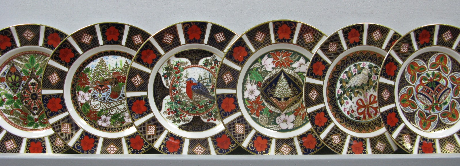 Lot 1041 - Six Royal Crown Derby Limited Edition Christmas Cabinet Collectors Plates, 1991 - 96 inclusive (