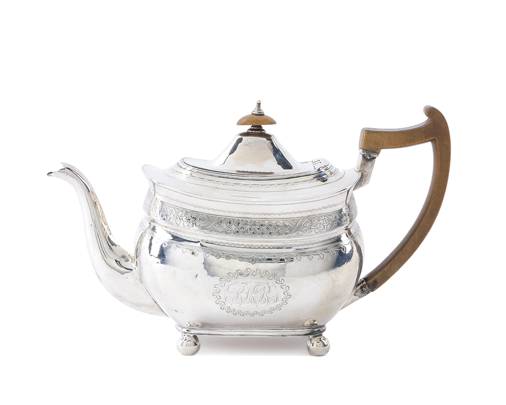 Lot 45 - An English George III sterling silver teapot
