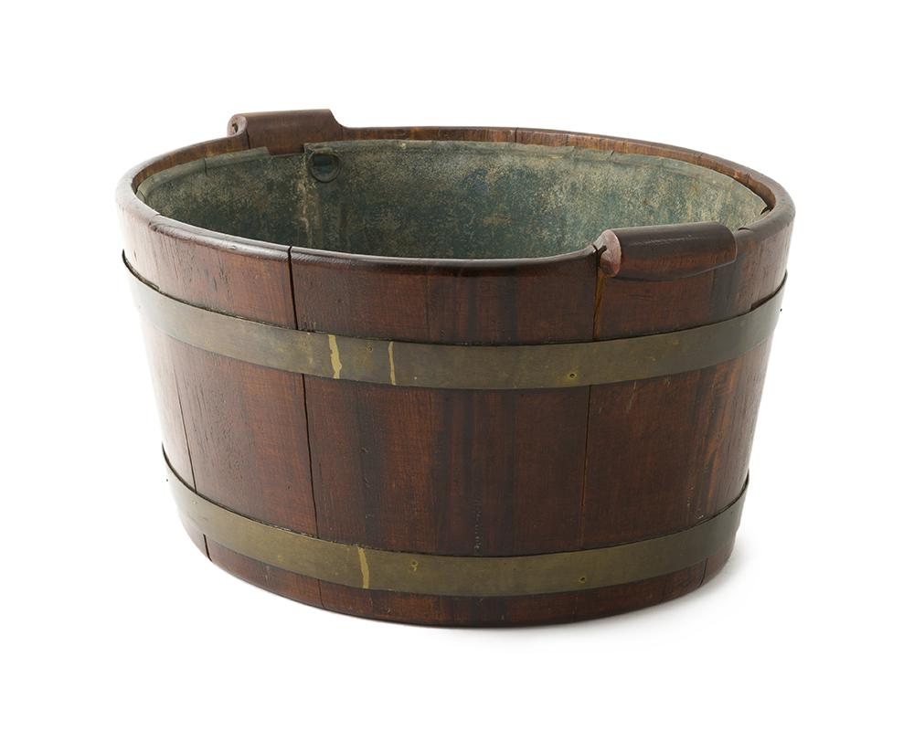 Lot 44 - An English Georgian mahogany cistern