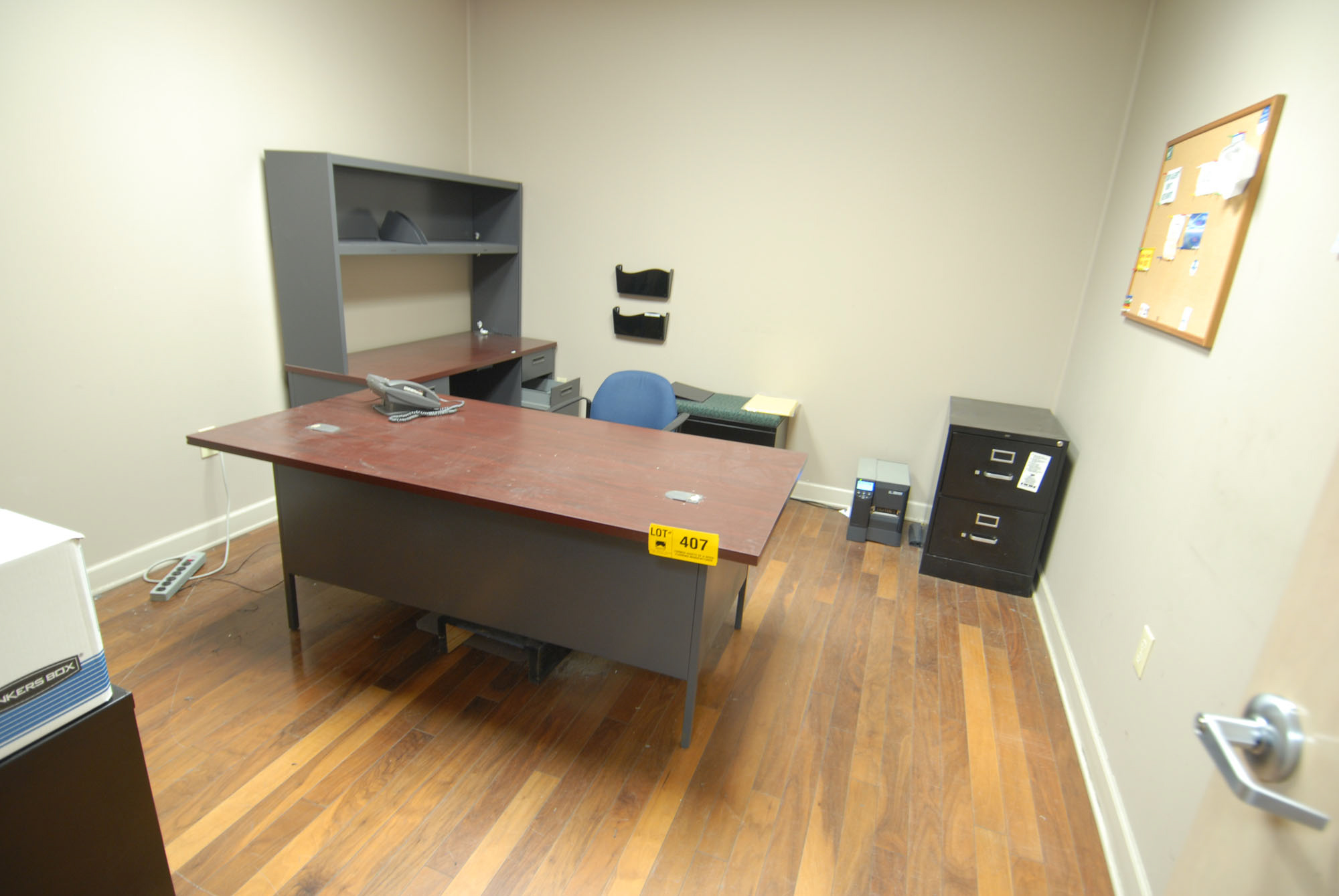 Lot 407 - LOT/ CONTENTS OF OFFICE