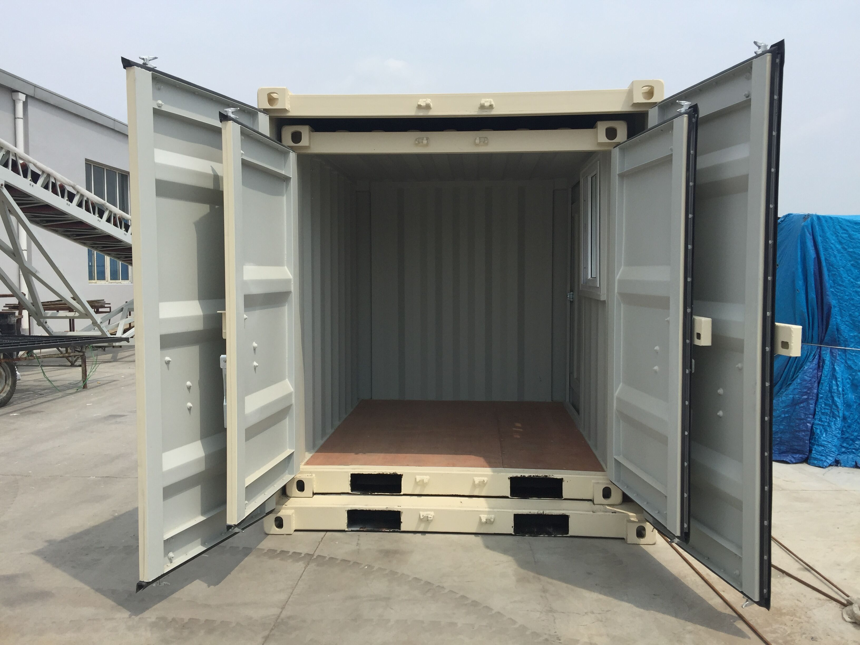 9' Small Container With Door & Window (9' x 7'3'' x 8'2''H) - Image 9 of 9