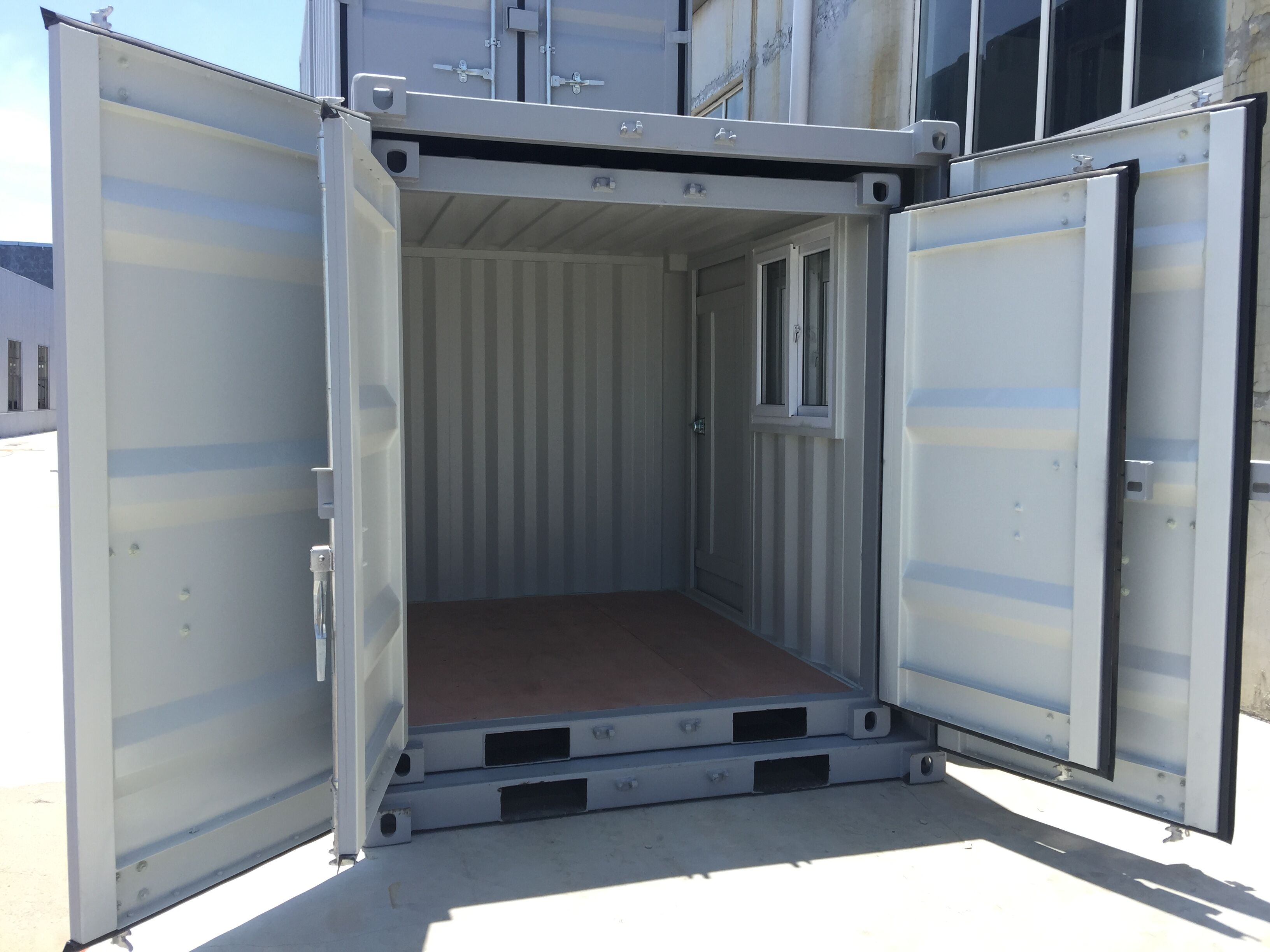 9' Small Container With Door & Window (9' x 7'3'' x 8'2''H) - Image 8 of 9
