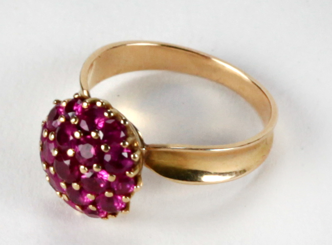 Lot 36 - An attractive Spanish design ruby and pink sapphire Cluster Ring, set in 3.