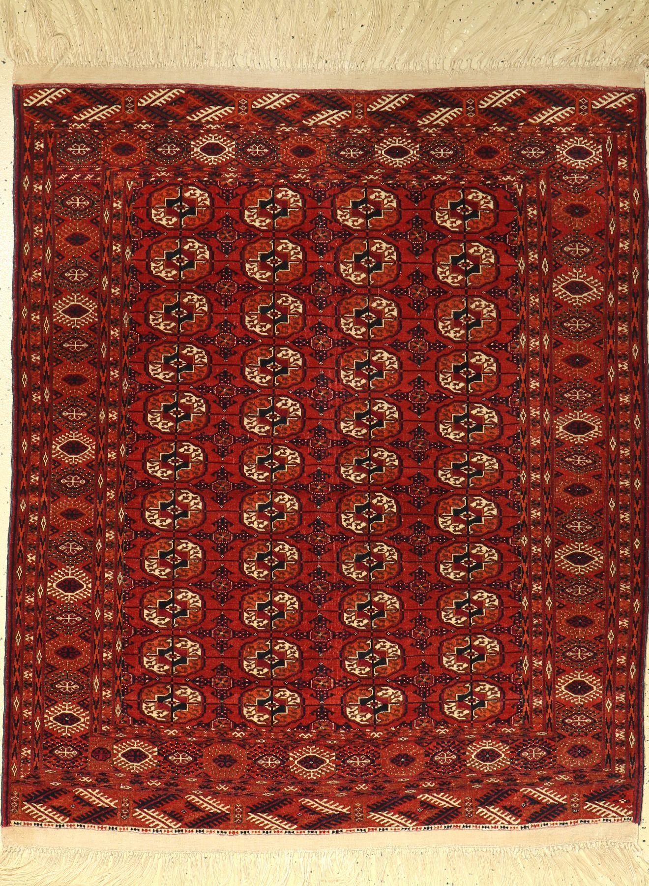 Tekke Bochara alt, Turkmenistan, um 1940, Wolle auf Wolle, ca. 163 x 133 cm, EHZ: 2-3.