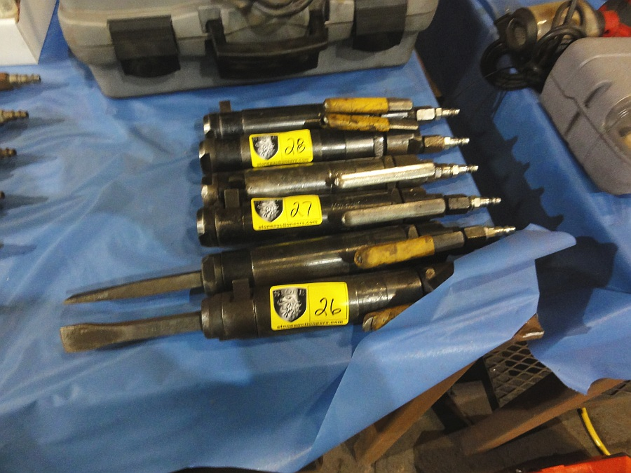 Lot 26 - Pneumatic Chisels