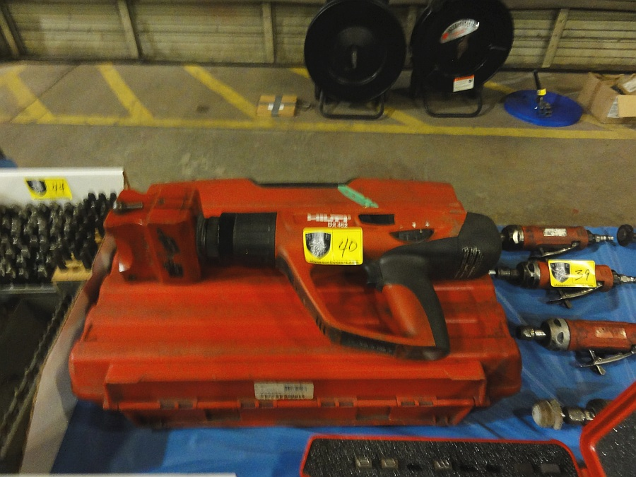 Lot 40 - Hilti Portable Stamping Machine, Mdl DX-452, w/ stamps & charges