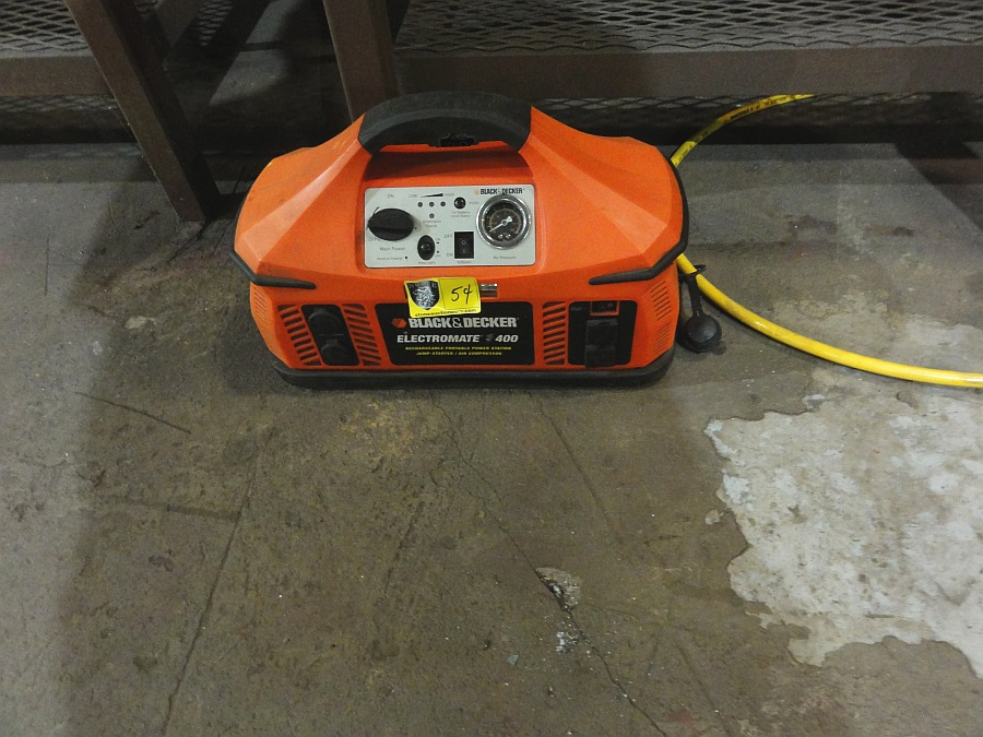 Lot 54 - B&D Electromate 400 Battery Charger