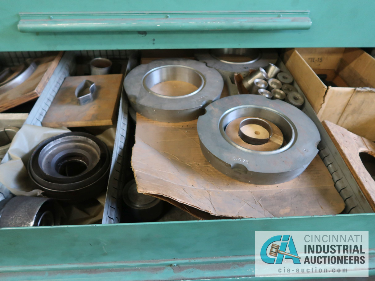 """45"""" W NU-ERA 8-DRAWER TOOLING CABINET WITH CONTENTS - Image 2 of 4"""