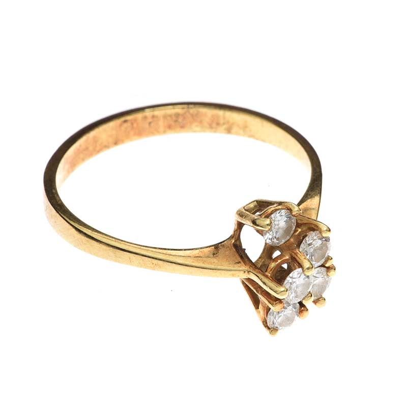 Lot 26 - 14CT GOLD DIAMOND CLUSTER RING