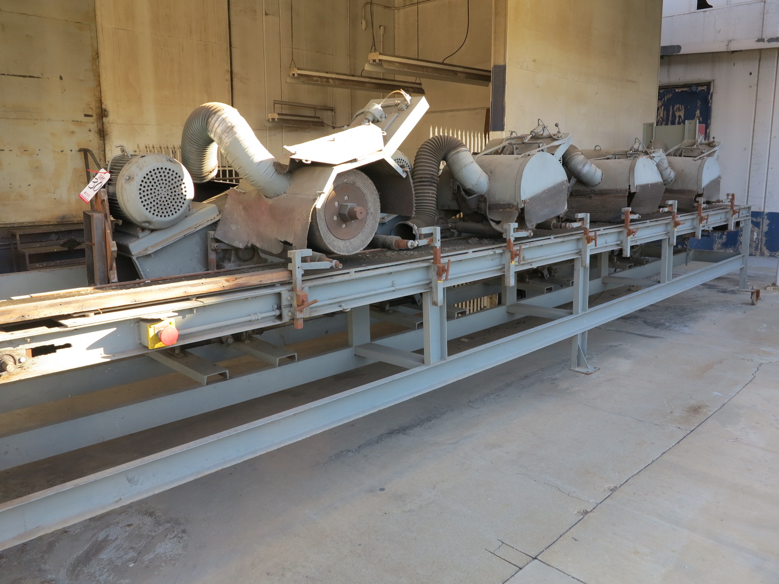 Lot 30 - CONVEYOR POLISHING APPARATUS, 25' LONG X 5'