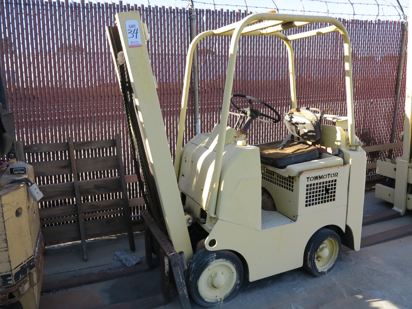 Lot 34 - TOWMOTOR 2,000 LB LP FORKLIFT, OUT OF SERVICE